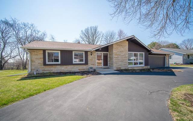 2415 W Brantwood Ave, Glendale, WI 53209 (#1739825) :: RE/MAX Service First