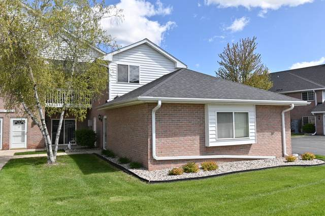 W241N2545 E Parkway Meadow Cir #6, Pewaukee, WI 53072 (#1739980) :: RE/MAX Service First