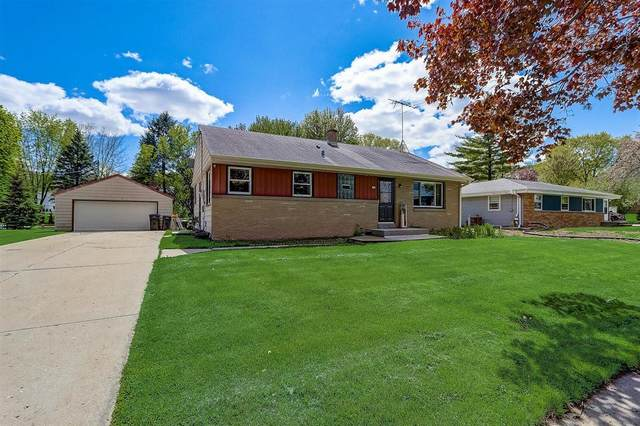 626 E Wisconsin Ave, Pewaukee, WI 53072 (#1740135) :: RE/MAX Service First