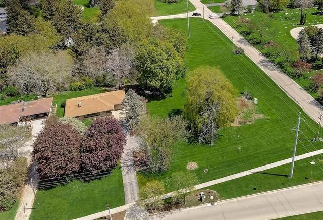 Lt0 Genesee St, Delafield, WI 53018 (#1740175) :: RE/MAX Service First