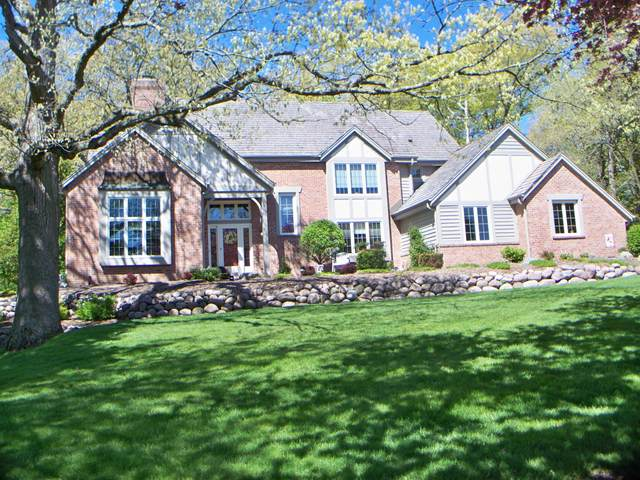 W303N3211 Timber Hill Ct, Delafield, WI 53072 (#1740409) :: RE/MAX Service First