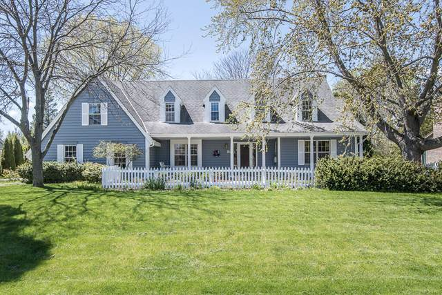 3723 W Sherbrooke Dr, Mequon, WI 53092 (#1740434) :: Keller Williams Realty - Milwaukee Southwest