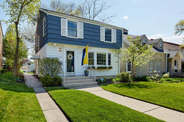 1627 E Beverly Rd, Shorewood, WI 53211 (#1740475) :: RE/MAX Service First