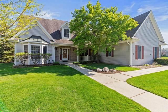 6961 W Pineberry Ridge, Franklin, WI 53132 (#1740482) :: Tom Didier Real Estate Team