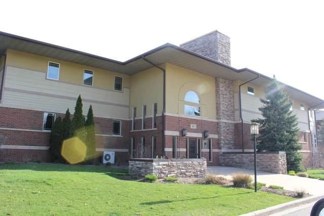 415 Wells St #107, Lake Geneva, WI 53147 (#1740608) :: Keller Williams Realty - Milwaukee Southwest