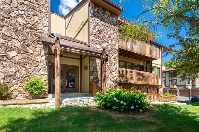 824 Kendall Ln 4D, Lake Geneva, WI 53147 (#1740729) :: Keller Williams Realty - Milwaukee Southwest