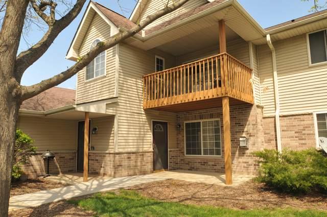4875 W Maple Leaf Cir 6-6, Greenfield, WI 53220 (#1740750) :: Keller Williams Realty - Milwaukee Southwest