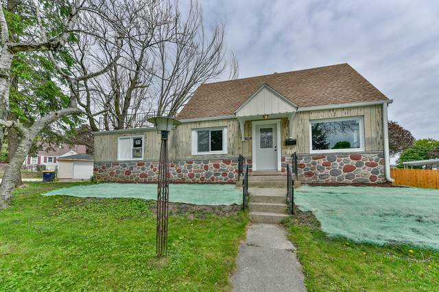 7110 W Stuth Pl, West Allis, WI 53219 (#1740797) :: RE/MAX Service First