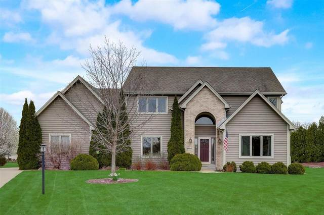 13310 W Crestwood Ct, New Berlin, WI 53151 (#1740807) :: RE/MAX Service First