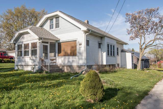 6112 N 114th St, Milwaukee, WI 53225 (#1740813) :: RE/MAX Service First