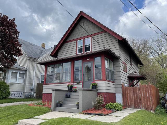1438 Barton Ave, West Bend, WI 53090 (#1740819) :: RE/MAX Service First