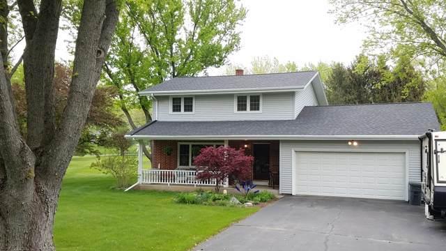 N6026 Lyons Rd, Spring Prairie, WI 53105 (#1740933) :: OneTrust Real Estate