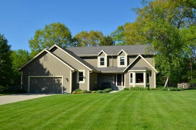 333 W Cedar Valley Rd, Delafield, WI 53018 (#1741143) :: Keller Williams Realty - Milwaukee Southwest