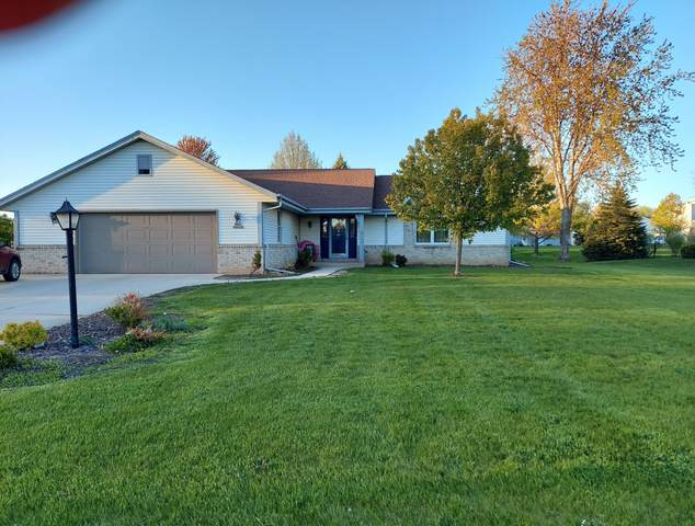 W142N10728 Wooded Hills Dr, Germantown, WI 53022 (#1741163) :: RE/MAX Service First