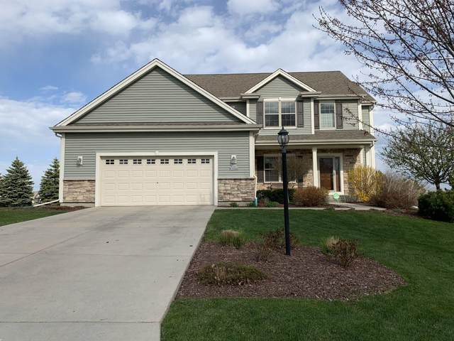 W141N10568 Wooded Hills Dr, Germantown, WI 53022 (#1741246) :: RE/MAX Service First