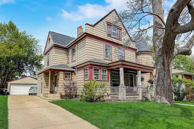 7310 W Garfield Ave, Wauwatosa, WI 53213 (#1741582) :: RE/MAX Service First