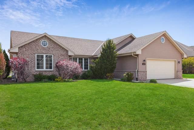 10001 Cooper Rd, Pleasant Prairie, WI 53158 (#1741682) :: Keller Williams Realty - Milwaukee Southwest