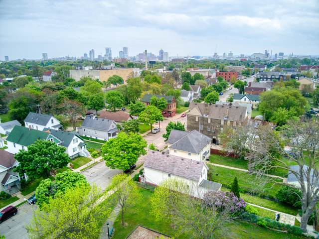 2417 N 12th St, Milwaukee, WI 53206 (#1741960) :: Re/Max Leading Edge, The Fabiano Group