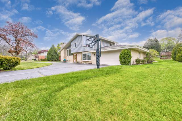 8947 N Santa Monica Blvd, Bayside, WI 53217 (#1742033) :: Keller Williams Realty - Milwaukee Southwest