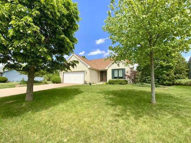 202 Market Ln, Hartland, WI 53029 (#1743169) :: Keller Williams Realty - Milwaukee Southwest