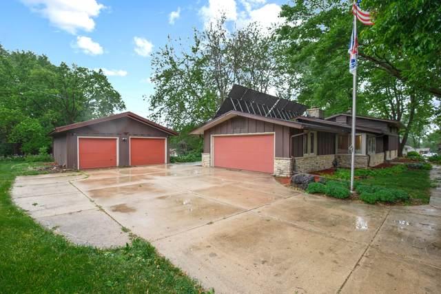 8025 Fielding Ln, Greendale, WI 53129 (#1743289) :: Keller Williams Realty - Milwaukee Southwest