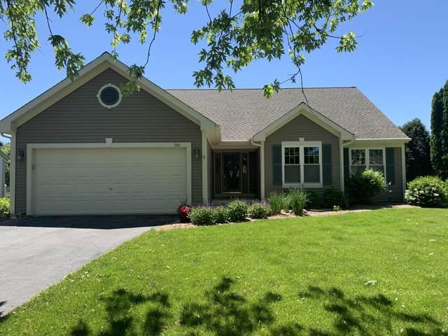 960 Rae Dr, Hartland, WI 53029 (#1743313) :: Keller Williams Realty - Milwaukee Southwest