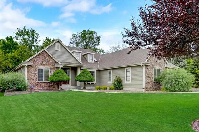 4100 W Squire Ave, Greenfield, WI 53221 (#1743380) :: Re/Max Leading Edge, The Fabiano Group