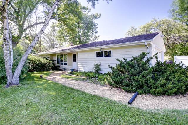 5200 W Sunnyside Dr, Mequon, WI 53092 (#1743596) :: OneTrust Real Estate