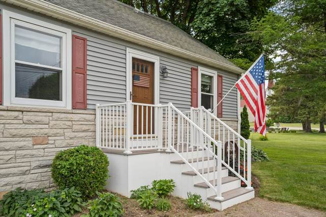 N104W14085 Donges Bay Rd, Germantown, WI 53022 (#1743750) :: OneTrust Real Estate