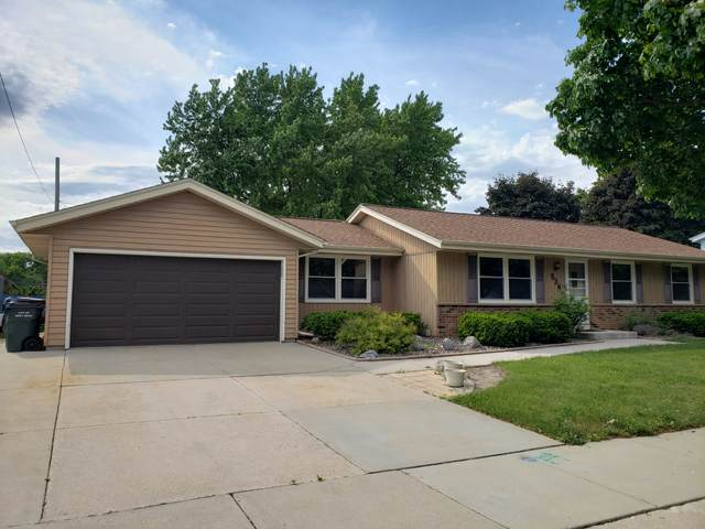 536 Mulberry Dr W, West Bend, WI 53090 (#1743778) :: Keller Williams Realty - Milwaukee Southwest