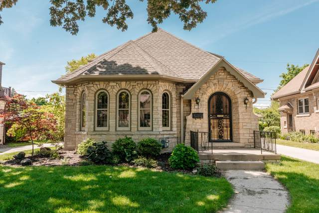 2465 N 81st St, Wauwatosa, WI 53213 (#1743885) :: EXIT Realty XL