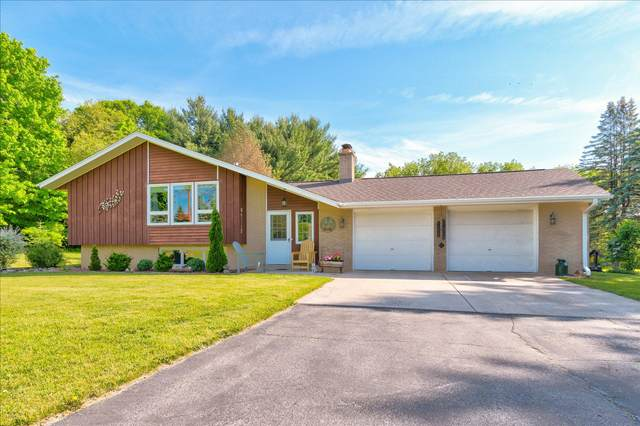 W4346 County Road H, Fredonia, WI 53021 (#1743996) :: Tom Didier Real Estate Team