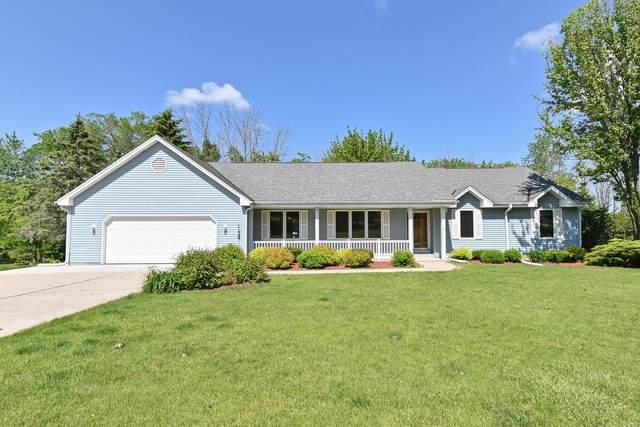 537 Shady Ridge Ct, Grafton, WI 53024 (#1744176) :: Keller Williams Realty - Milwaukee Southwest
