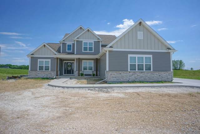 3074 Castle Rock Dr, Summit, WI 53066 (#1744243) :: RE/MAX Service First