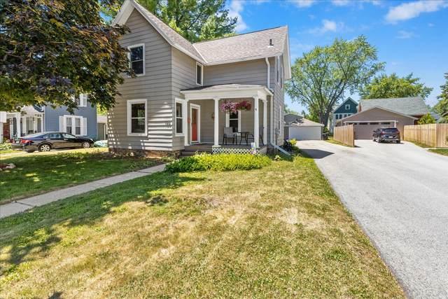 156 S Maple St, Oconomowoc, WI 53066 (#1744254) :: Keller Williams Realty - Milwaukee Southwest