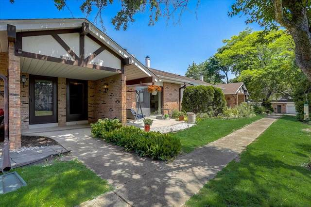 N16W5391 Garfield Ct #3, Cedarburg, WI 53012 (#1744517) :: Tom Didier Real Estate Team