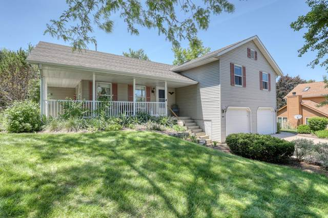 495 Quinlan Ct, Pewaukee, WI 53072 (#1744605) :: RE/MAX Service First