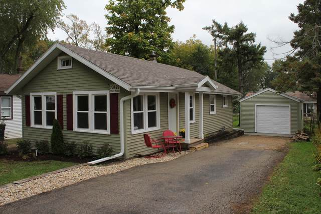 23429 124th Pl, Salem Lakes, WI 53179 (#1744772) :: Re/Max Leading Edge, The Fabiano Group