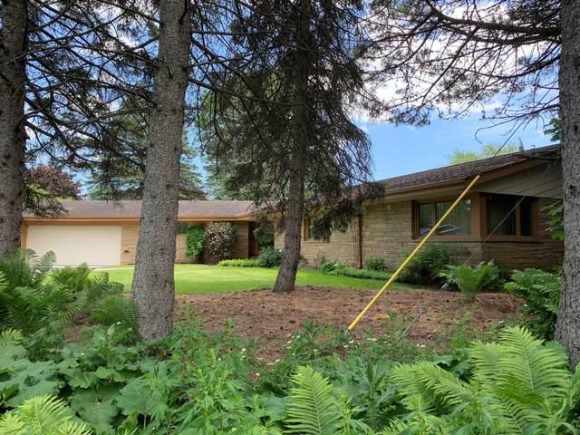 2565 W Hunt Club Cir, Glendale, WI 53209 (#1744792) :: OneTrust Real Estate
