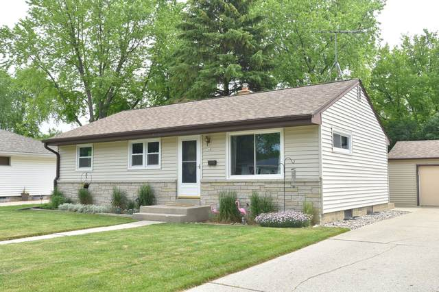 744 9th Ave, Grafton, WI 53024 (#1744841) :: OneTrust Real Estate
