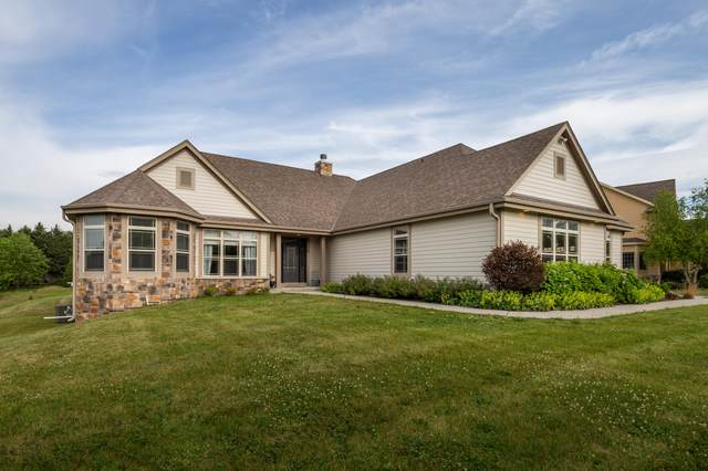 1111 Colonial Dr, Hartland, WI 53029 (#1744918) :: RE/MAX Service First