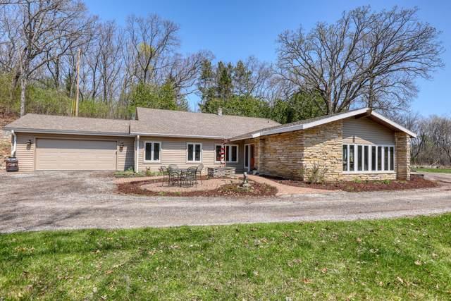 3848 N Sawyer Rd, Summit, WI 53066 (#1745010) :: Tom Didier Real Estate Team