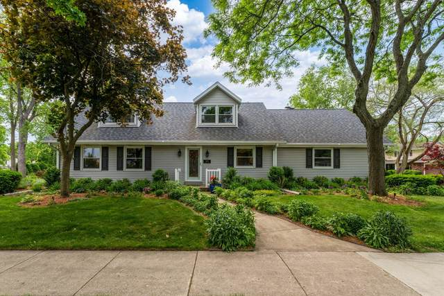 5682 Gladstone Ln, Greendale, WI 53129 (#1745127) :: Keller Williams Realty - Milwaukee Southwest