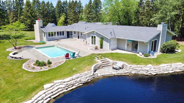 2212 W Sunnydale Ln, Mequon, WI 53092 (#1745290) :: EXIT Realty XL
