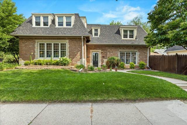 110 E Belle Ave, Whitefish Bay, WI 53217 (#1745323) :: Tom Didier Real Estate Team