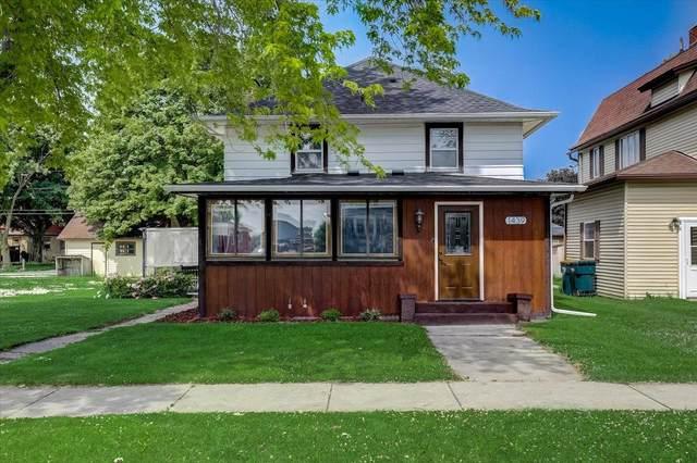 1439 Parkview Dr, Kewaskum, WI 53040 (#1745367) :: Tom Didier Real Estate Team