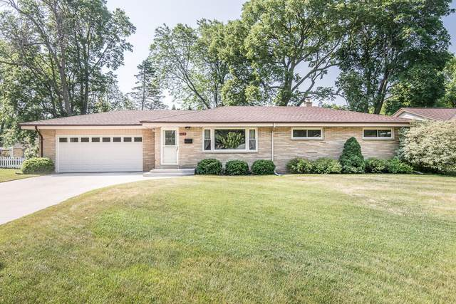 827 W Theresa Ln, Glendale, WI 53209 (#1745382) :: OneTrust Real Estate