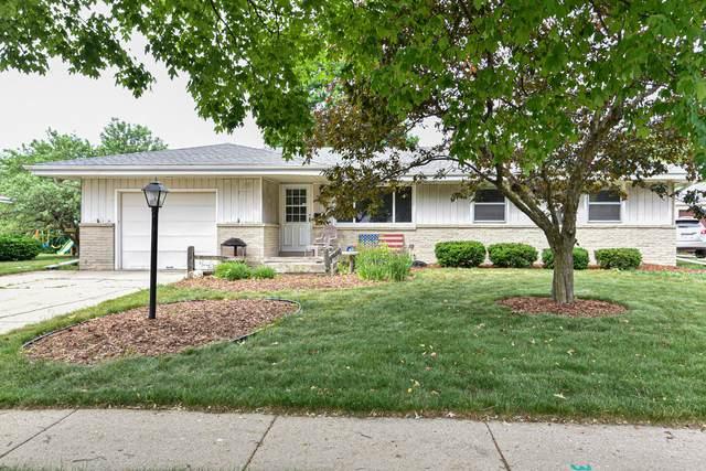6070 W Oakwood Ln, Greendale, WI 53129 (#1745392) :: Keller Williams Realty - Milwaukee Southwest