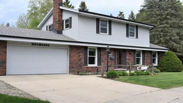 N96W6296 Lexington St, Cedarburg, WI 53012 (#1745413) :: Tom Didier Real Estate Team
