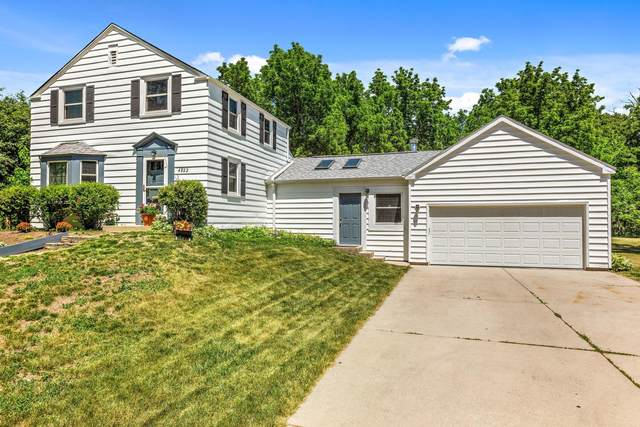 4922 W Willow Rd, Mequon, WI 53092 (#1745460) :: Tom Didier Real Estate Team